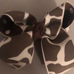 Giraffe print bow